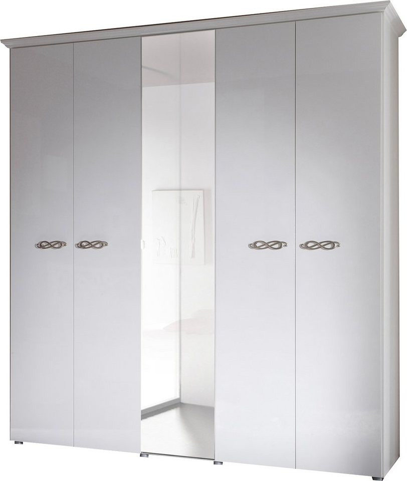 Garderobekast met zilverkleurige grepen van metaal