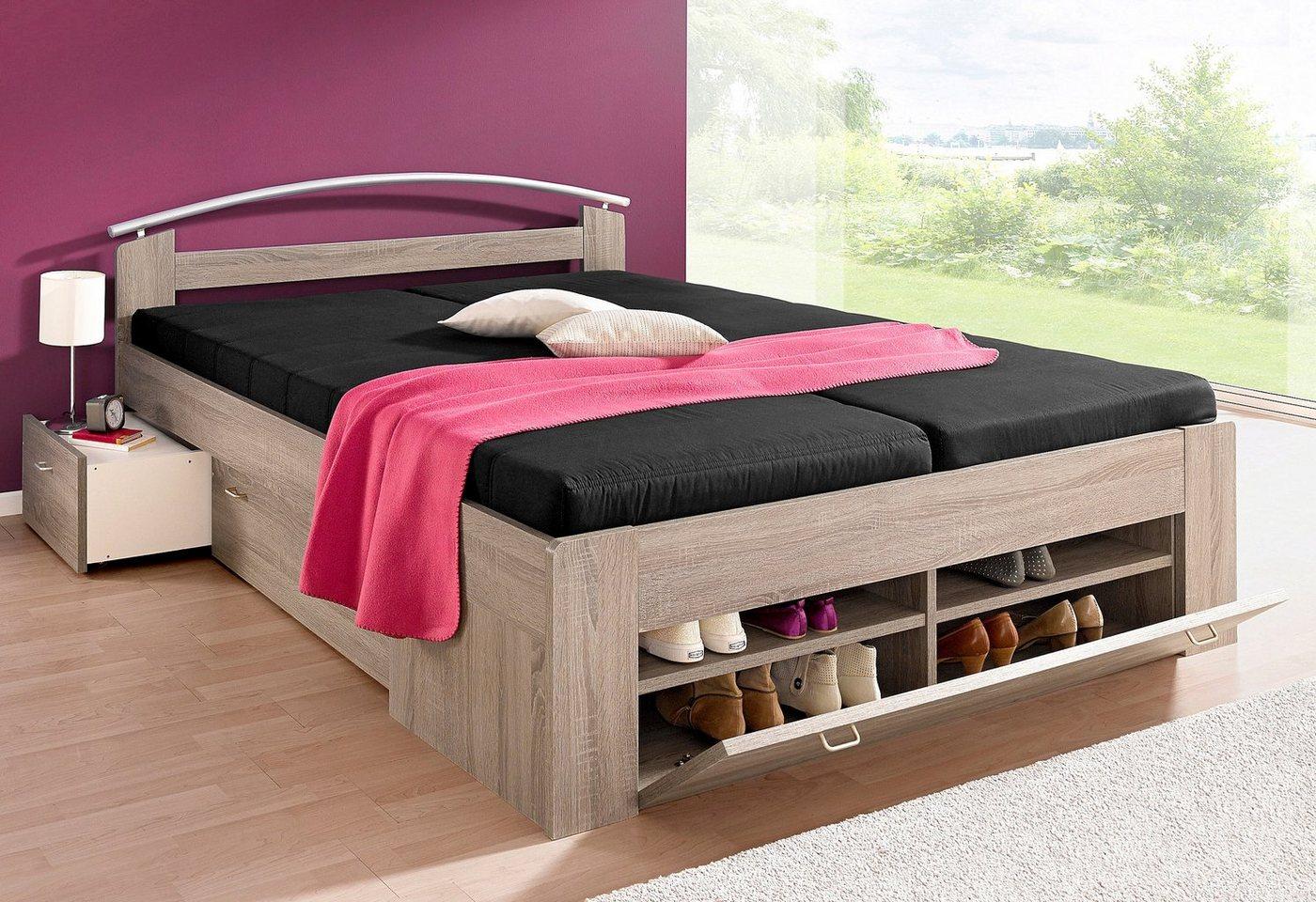Bed met open kast