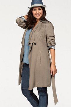 Coat in fly-away-look