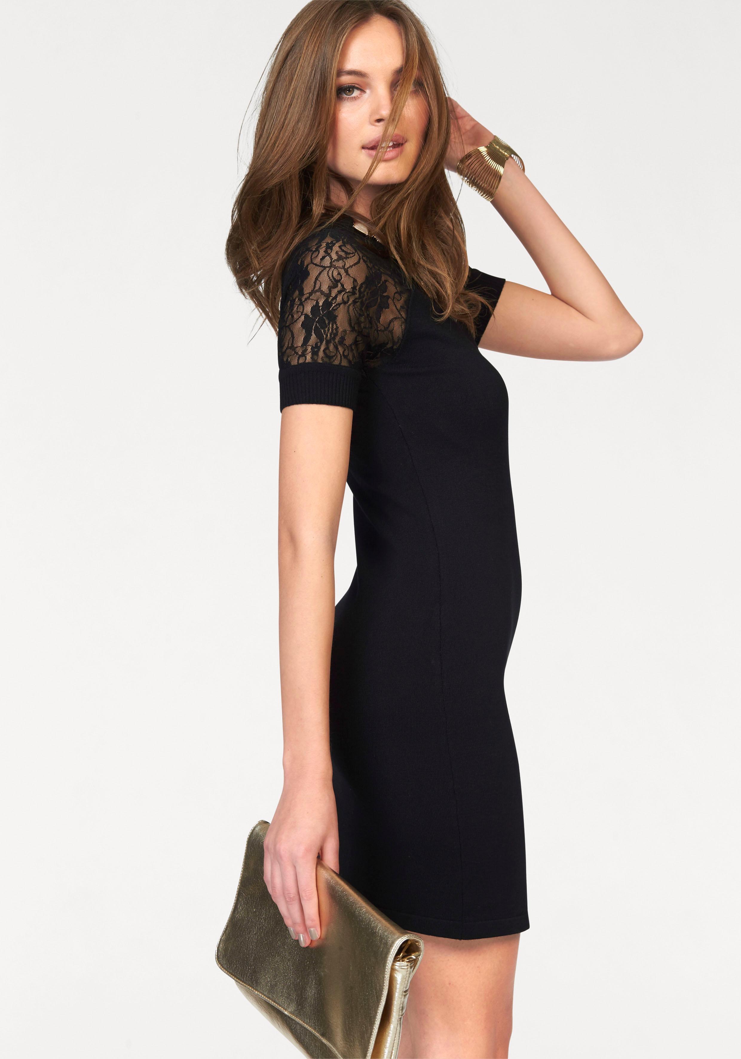 Zwart strak jurkje met kant