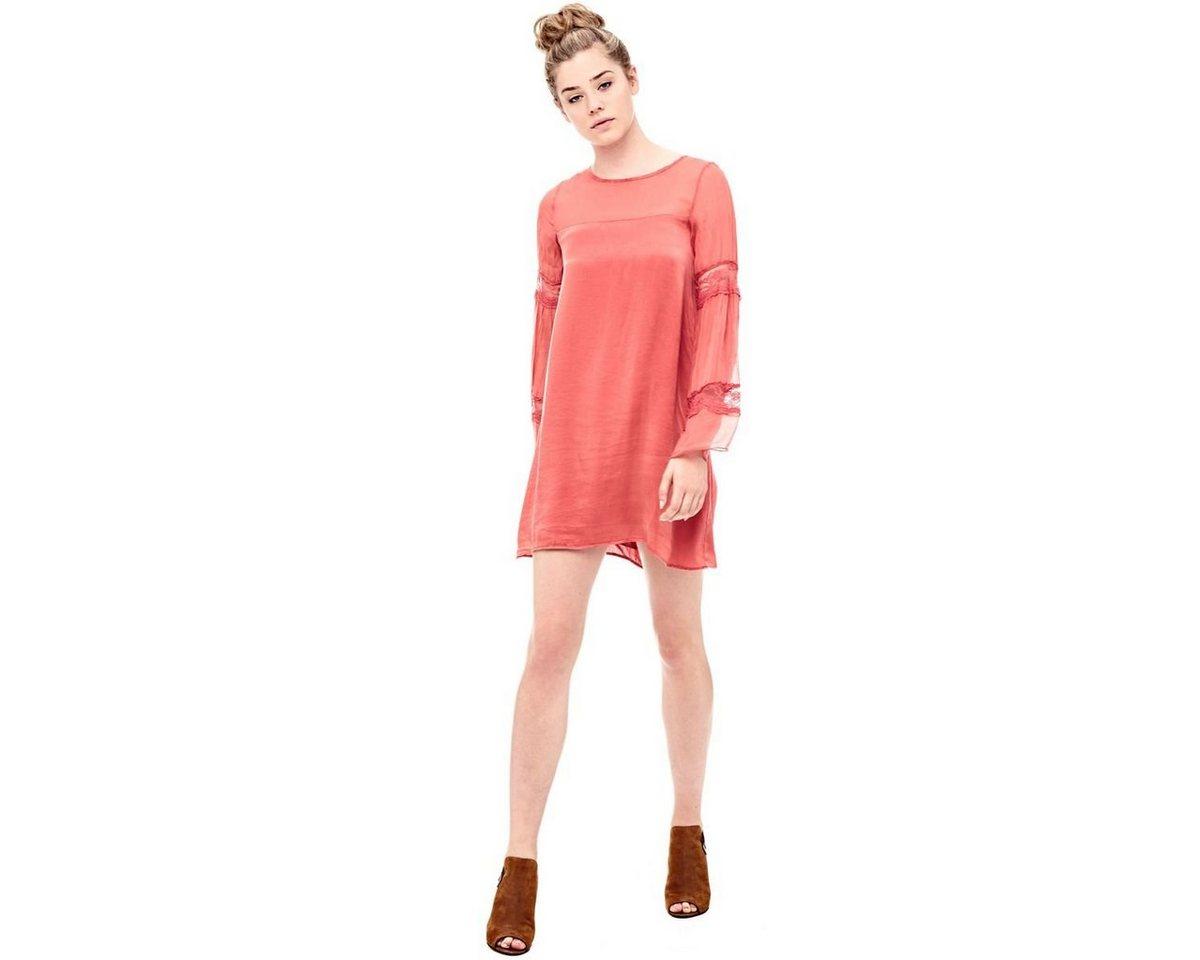 Guess jurk van zijde roze