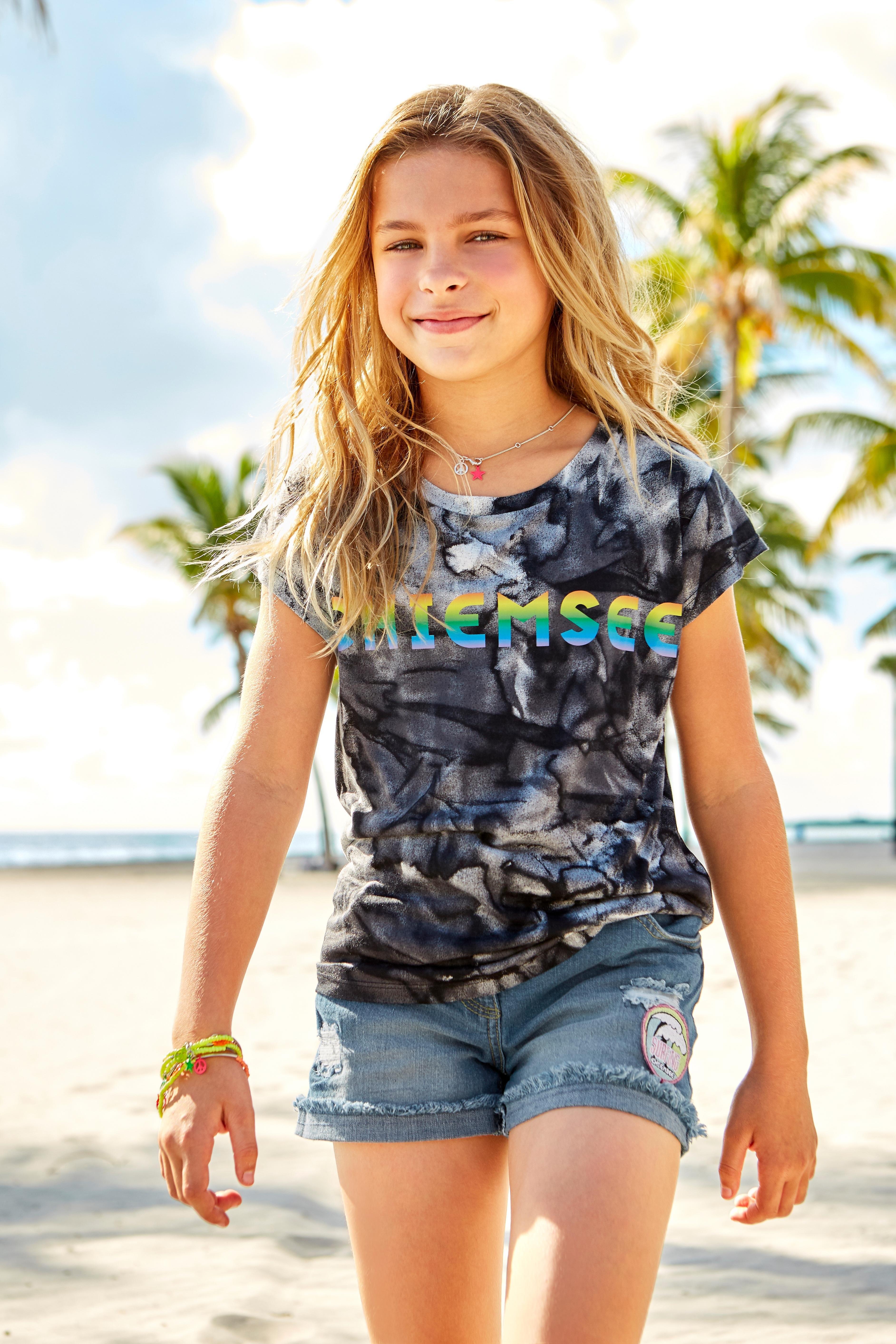 Op zoek naar een CHIEMSEE T-shirt »Regenboog logoprint«? Koop online bij OTTO