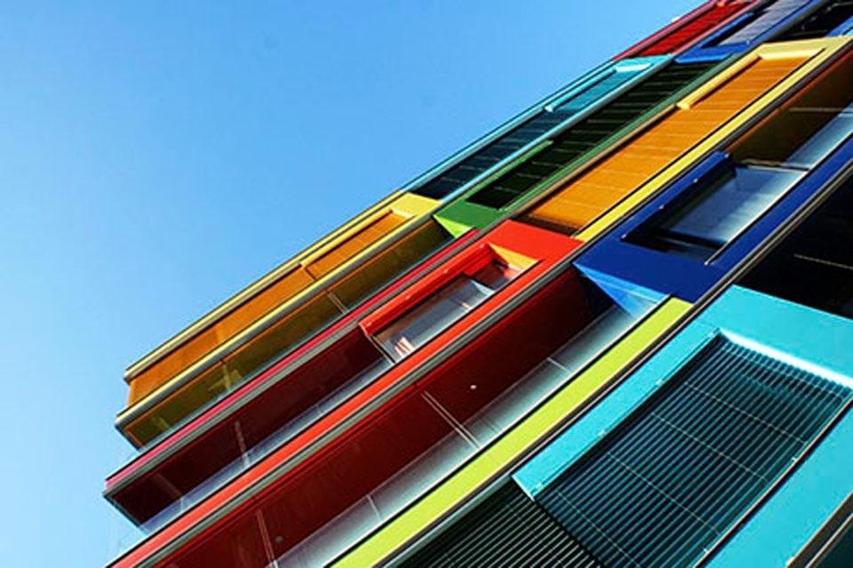 Places of Style artprint op acrylglas Kleurrijk gebouw nu online kopen bij OTTO
