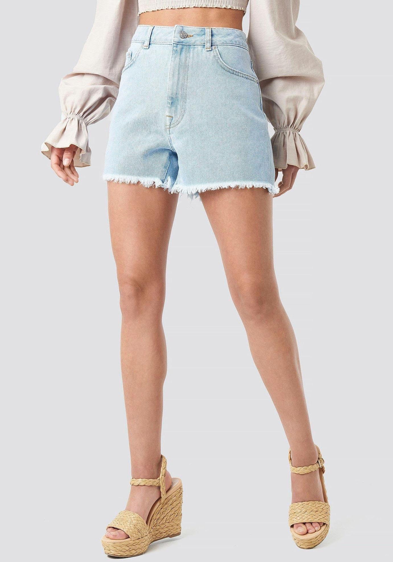 Op zoek naar een Na-kd jeansshort »0117«? Koop online bij OTTO