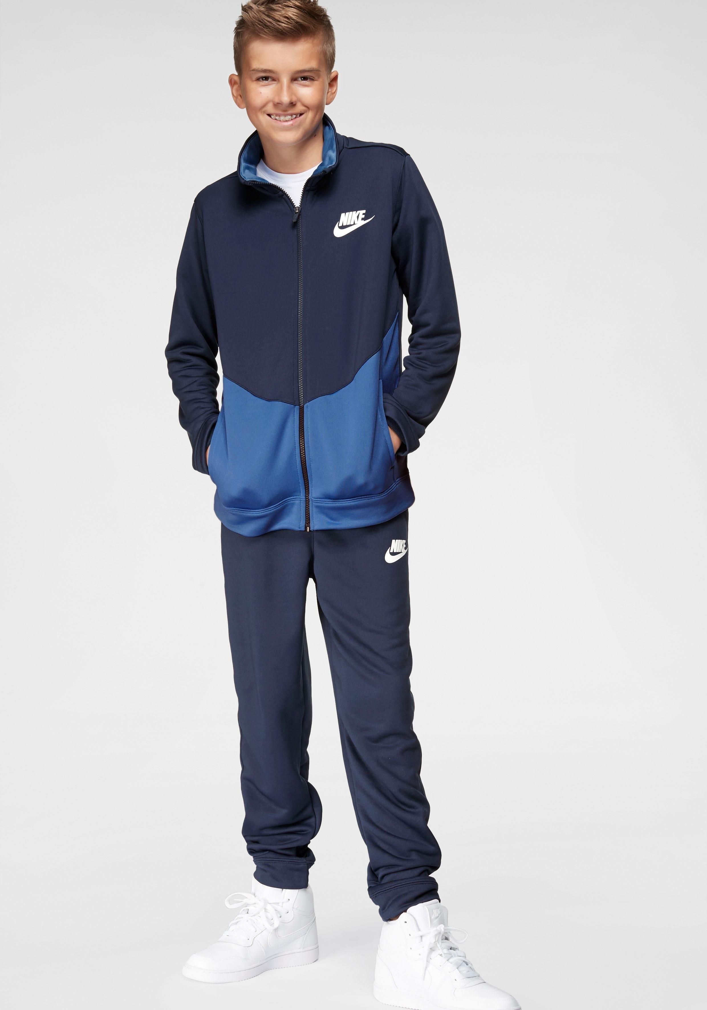 Nike Sportswear trainingspak »BOYS NIKE SPORTSWEAR CORE TRACKSUIT PLAY FUTURA« (set, 2-delig) veilig op otto.nl kopen