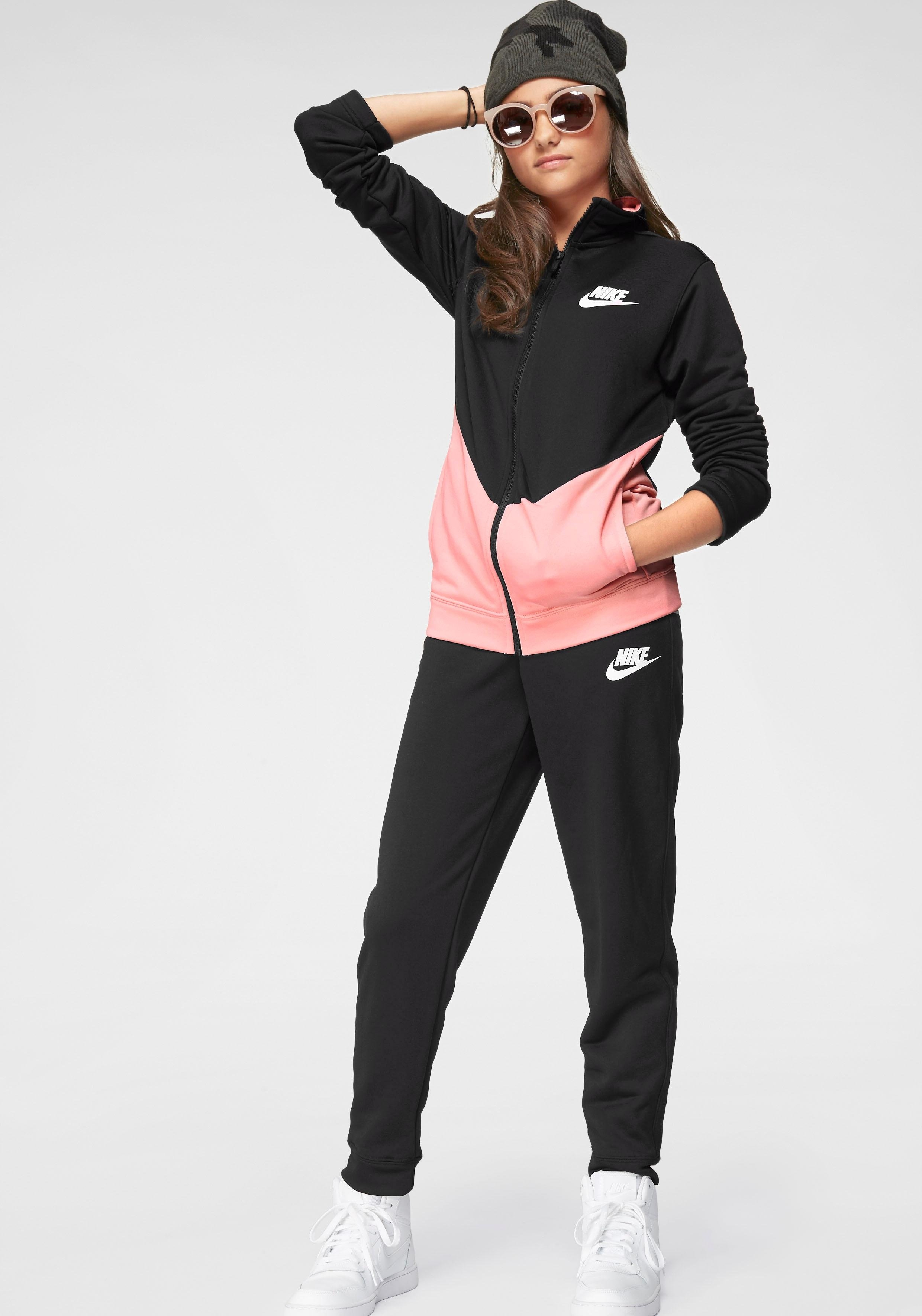 Nike Sportswear trainingspak »BOYS NIKE SPORTSWEAR CORE TRACKSUIT PLAY FUTURA« (set, 2-delig) voordelig en veilig online kopen