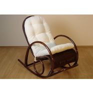 schommelstoel van gevlochten rotan bruin