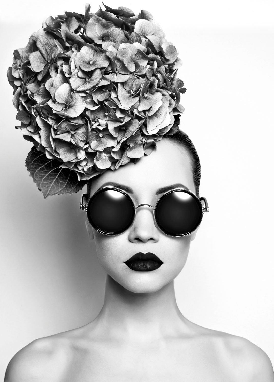 queence artprint op acrylglas Vrouw met bloemenhoed voordelig en veilig online kopen